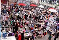 """Chợ Nga """"sầm uất""""giữa thành phố Hồ Chí Minh"""