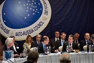 NATO bất ngờ xoa dịu Nga