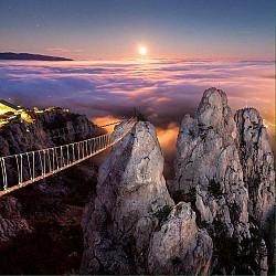 Lạnh sống lưng trên ''cây cầu đến địa ngục'' trên núi Ai-Petri
