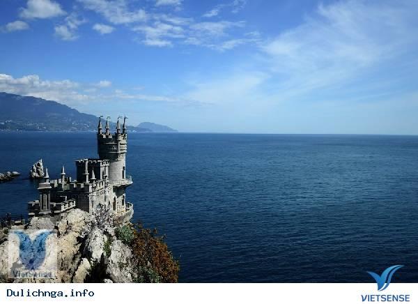 """Lâu đài """"tổ chim nhạn"""" trên đỉnh núi,lau dai quot;to chim nhanquot; tren dinh nui"""